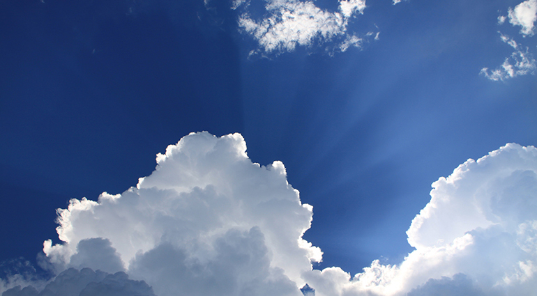 มองดูก้อนเมฆ